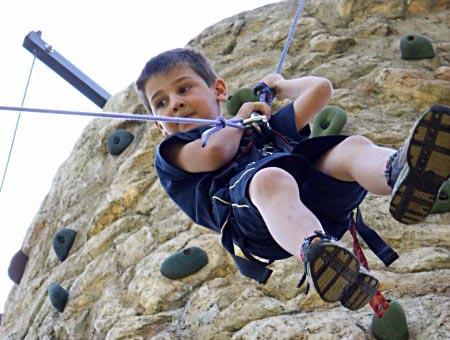 Location de mur d 39 escalade animation attractions 2000 - Prise escalade enfant ...